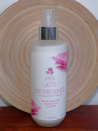 Latte detergente con acque di Rosa Damascena Carone